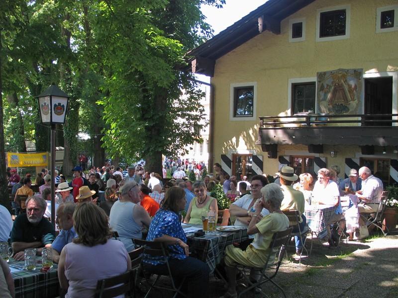 Schlosswirtschaft Maxlrain Biergarten In 83104 Maxlrain Alle Biergarten In Bayern Biergartenfreunde